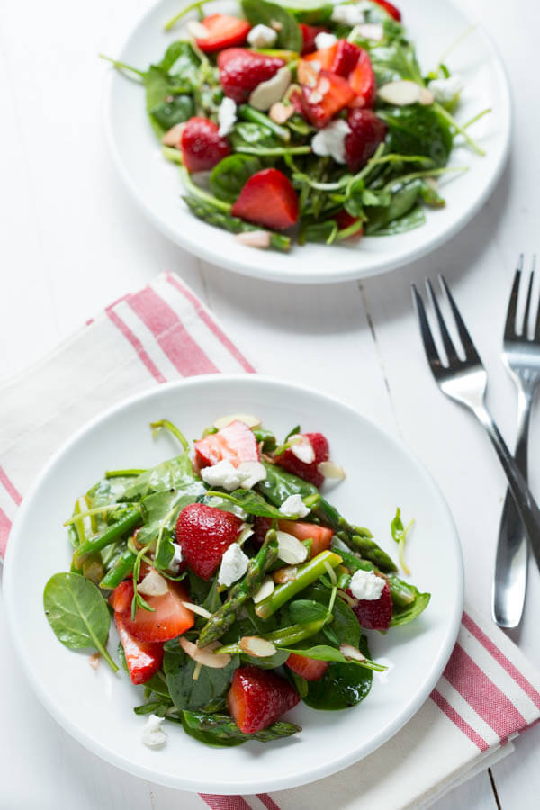 Strawberry-Spinach-and-Asparagus-Salad_7414
